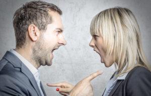 Zank und Streit kommen häufig zwischen zwei oder mehreren Personen vor